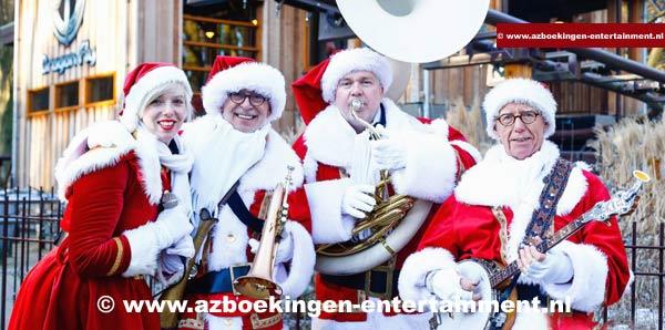 Kerstmannen-looporkest met zangeres